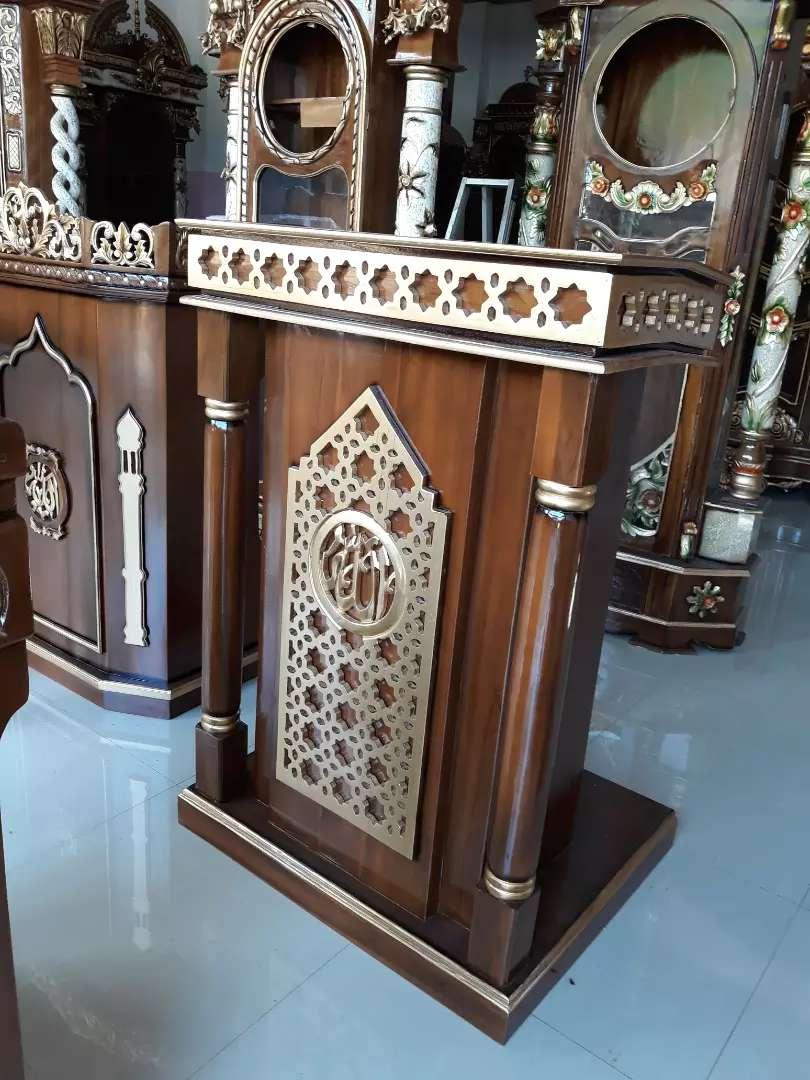 Mimbar masjid ukiran kaligrafi 0