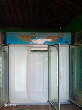 Showcase 3 pintu