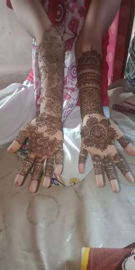 want a mehendi designer for Weeding contact me if interested