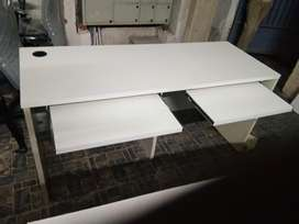 Office tables 100 nos available