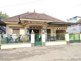 Di kontrakan Rumah luas dekat Soto Kadipiro Wirobrajan ada 3 kamar