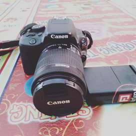 Kamera Canon 100 D