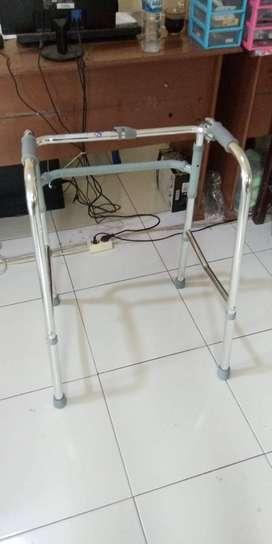Tongkat walker tanpa roda merk SELLA