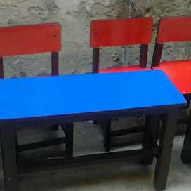 Montissori table with 2 chairs