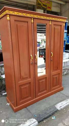 Lemari baju 3 pintu triplek dirangka kayu