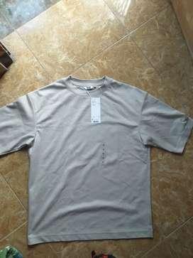 Tshirt kaos baju uniqlo katun M oversized crew neck original