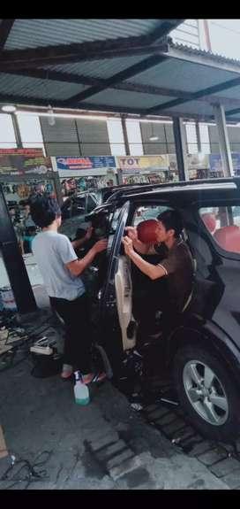 Pasang kaca film hitam per mobil full cuma 275rb saja Monggo merapat