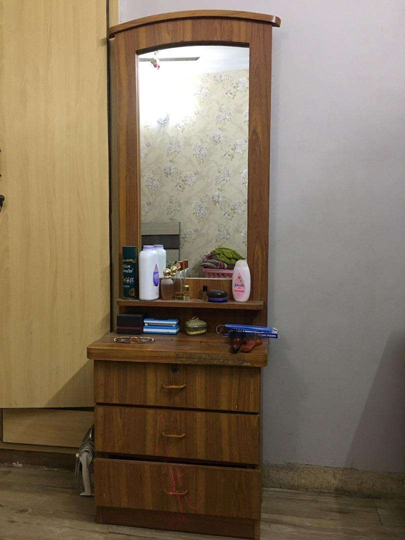 Dressing table 0