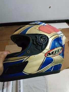 Helm racing mhr, busa dan kaca perlu perbaikan
