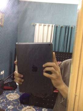 ipad 7th generation for sale 6 months used with box and charger