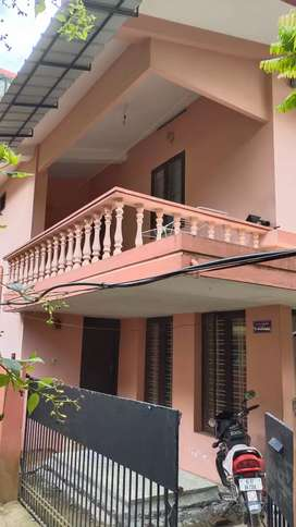 Rent upstairs near Bhavans school,Girinagar