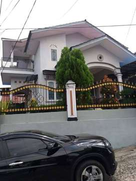 Disewakan Rumah Keluarga 2 lt 150m2 Dekat Jalan Utama