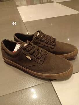 Sepatu cowok PULL&BEAR