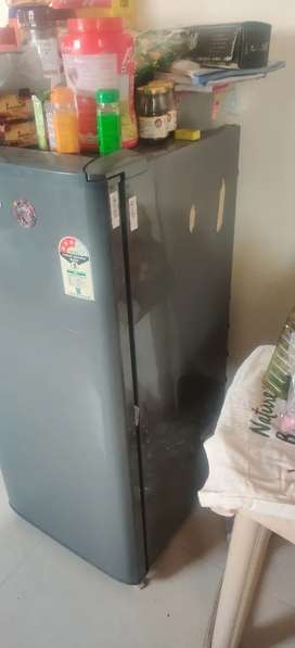 Selling Fridge due to moving out sale