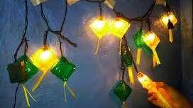 Lampu Hias Ketupat berkedip saat dinyalakan di malam ramadhan