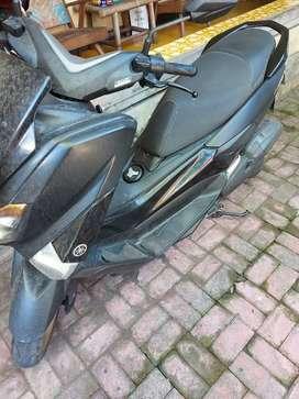 Yamaha nmax hitam