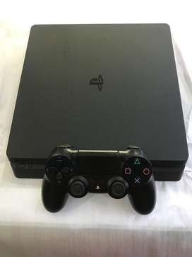 Ps4 slim in mint condition