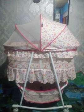 Tempat tidur bayi/keranjang bayi