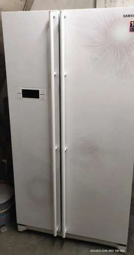 580 L side by side refrigerator Samsung