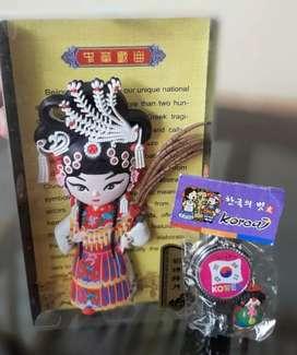Souvenir 1 set asli dari korea pajangan dan gunting kuku mini
