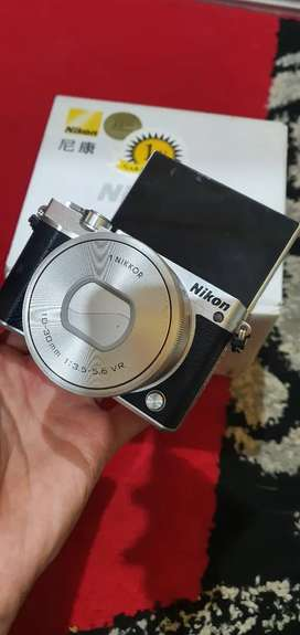 Mirrorless Nikon J5 Touchscreen Wifi 20mp like new