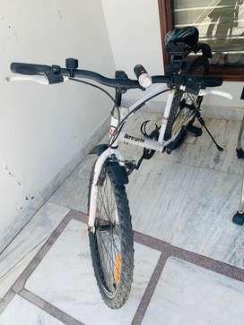 Hero sprint 6 month old bicycle with accesories