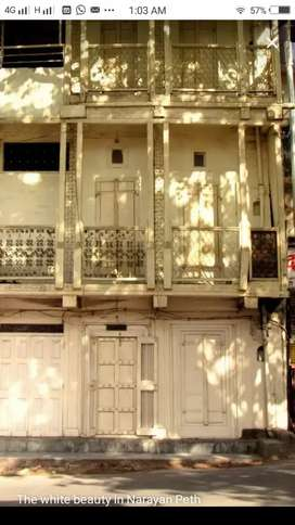Independent old building in PoolGate Area Camp Pune, Reasonably Priced