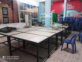 Meja makan bekas kafe kursi tempat alat masak dll