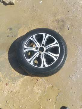 Alloy rims with tubeless Tyre 4 pices size (165-70-R14) good condition