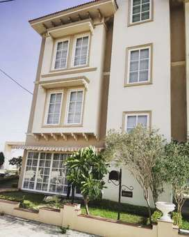 Luxury VILLA for luxury living in a covered campus wit all AMENITIES.