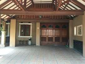 Rumah Luas Dan Artistick lokasi Strategis Di JatiWaringin