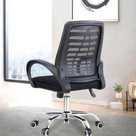 Kursi kantor warna hitam