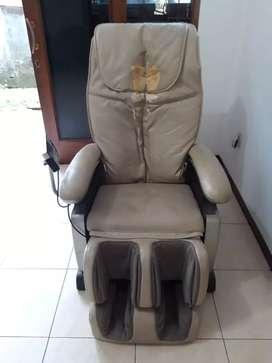 Kursi pijat Shimitsu jual cepat jarang digunakan