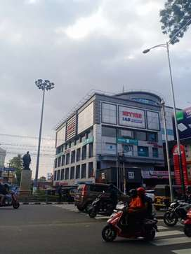 Commercial space for rent in statue