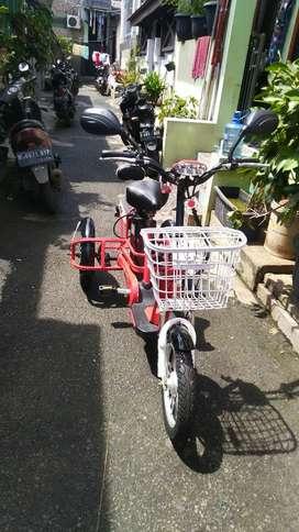 Sepeda listrik selis butterfly roda tiga 3