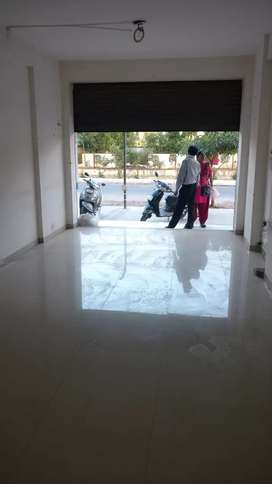 Prime location shop with water connection at new manjalpur for rent