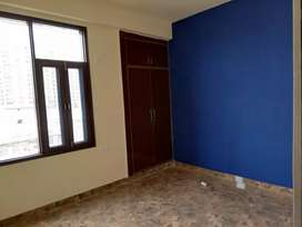 3bhk semi furnished flat avilable in noida extension