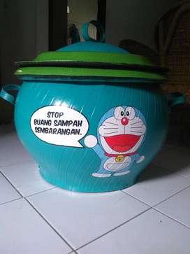 Tempat sampah yang di desain lucu | Tong sampah bermerek