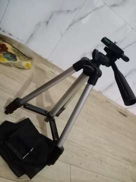 Tripod (price is fixed) call me it is available