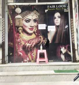 Well furnished salon in sector 10 gurgaon