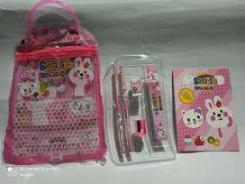 1 set alat tulis anak dalam tas Karakter