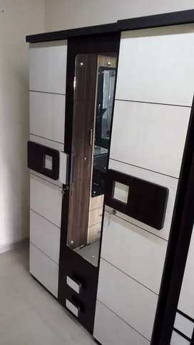 Brand New Wardrob Rs:7500/-With Dreasing