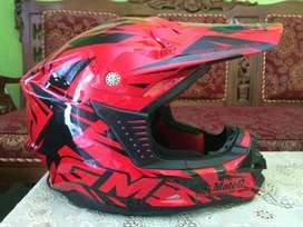 Merek helm GM type cross