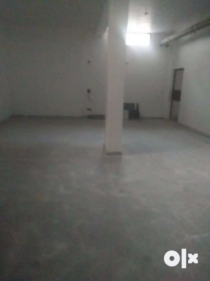 Besment for rent in sector 104 Noida 0