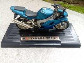 Miniatur Yamaha YZF R1