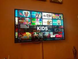 TCL 40 inches SMART LED TV