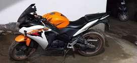 Cbr 150 good condition orange colour