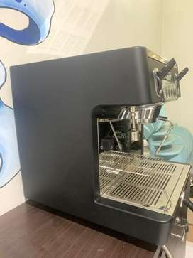 Dijual mesin kopi carimali cento pemakaian baru 1 tahun.