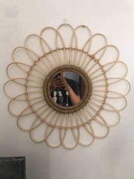 Cermin bingkai rotan