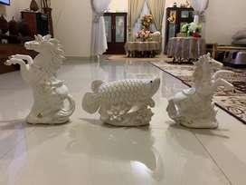 Hiasan keramik warna putih